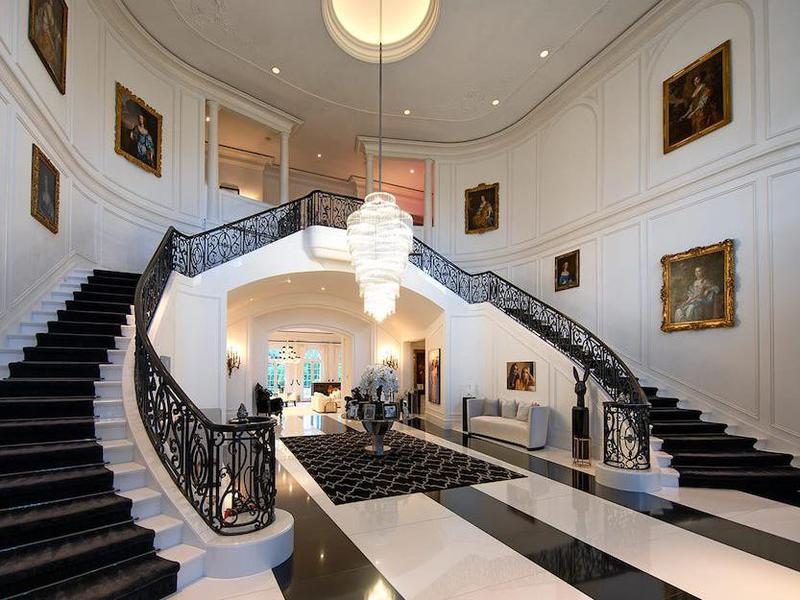 Double staircase like Gone With the Wind