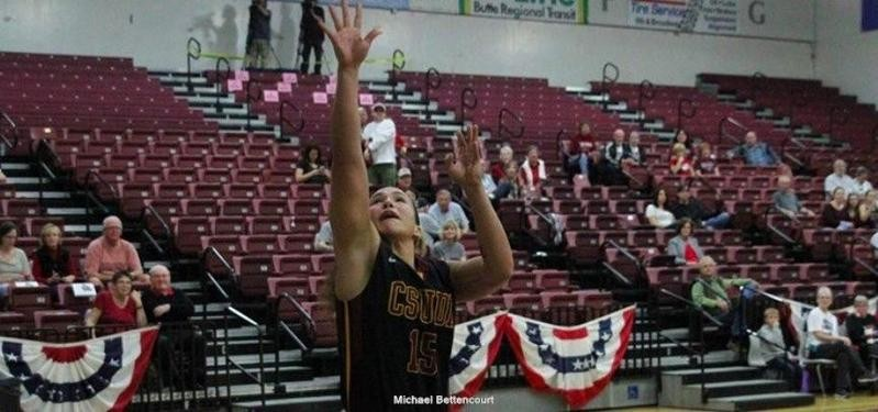 Monay Lee shoots on the court