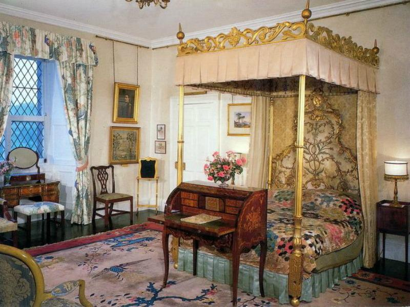 Queen's Bedroom
