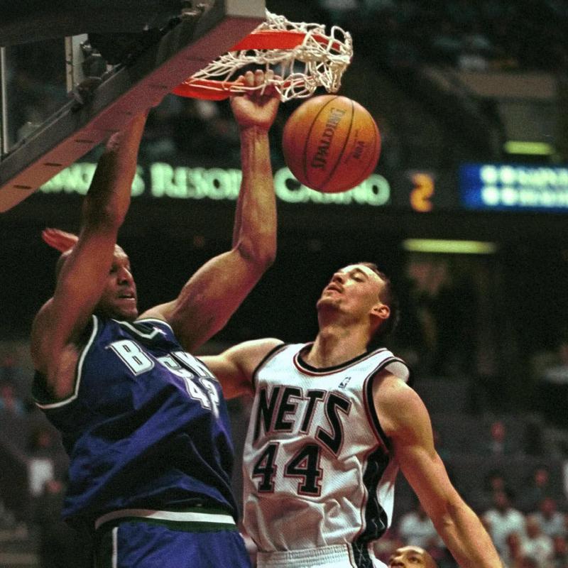Scott Williams dunks the ball over New Jersey Nets' Keith Van Horn