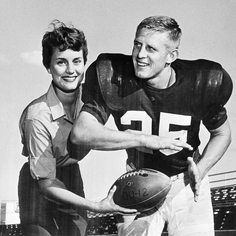 Tommy McDonald takes handoff from Ann Cambell