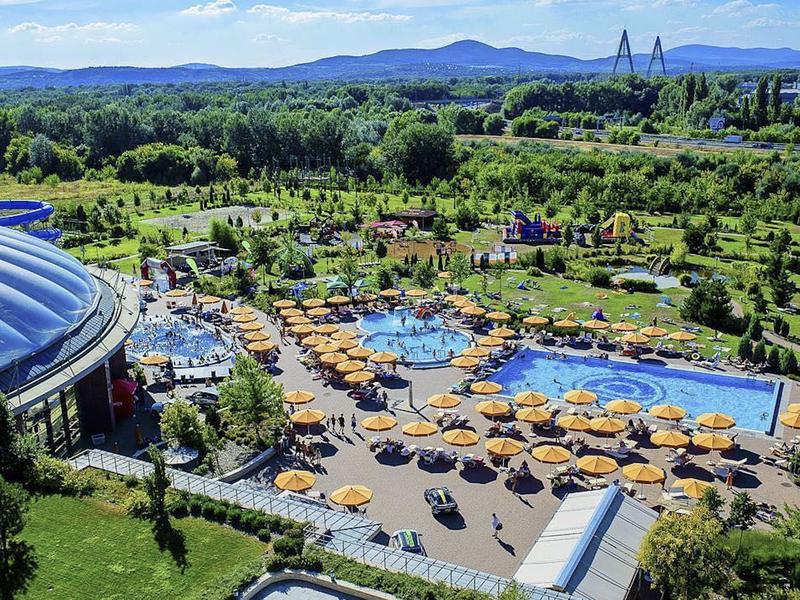Aquaworld Resort in Budapest