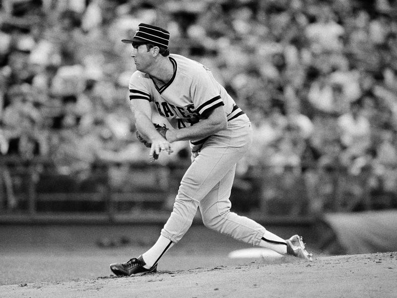 Pittsburgh Pirates pitcher Rick Reuschel pitches