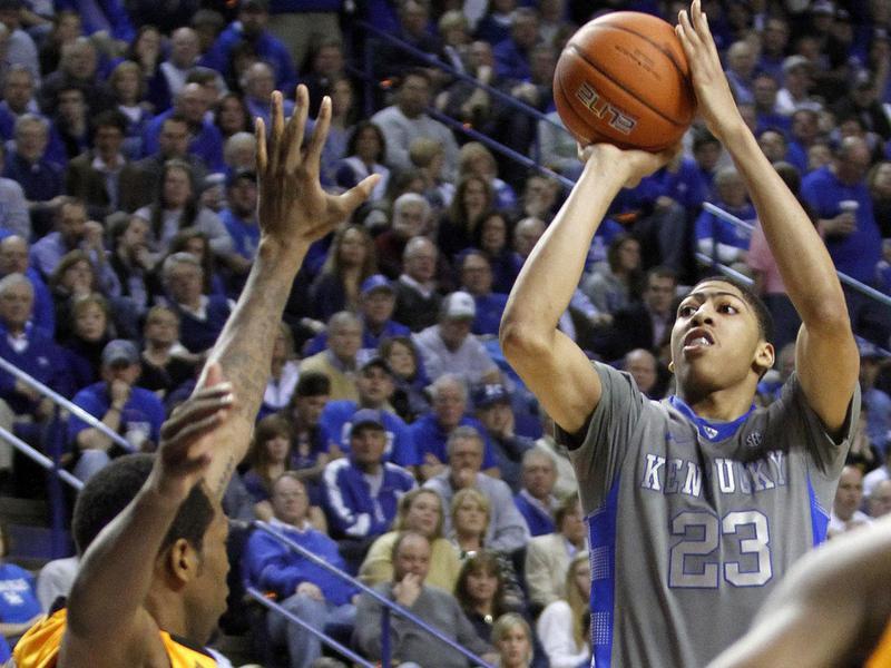 Kentucky's Anthony Davis shoots under pressure