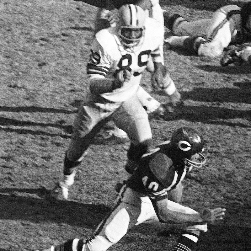 Green Bay Packers Dave Robinson chases Chicago Bears running back Gale Sayers