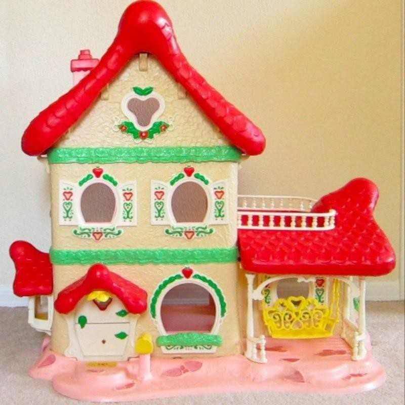 Strawberry Shortcake Berry Happy Home Dollhouse