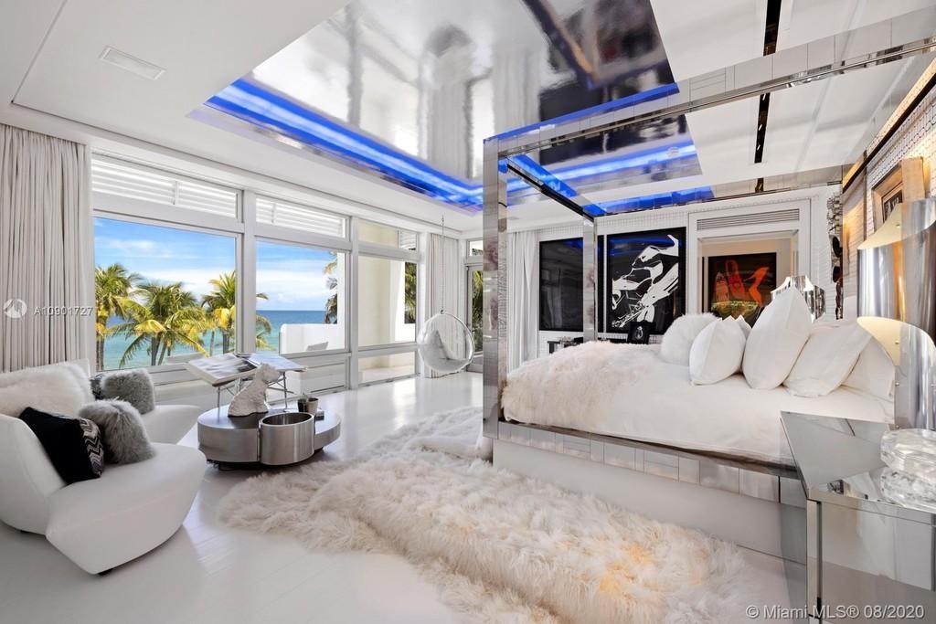 Tommy Hilfiger's master bedroom