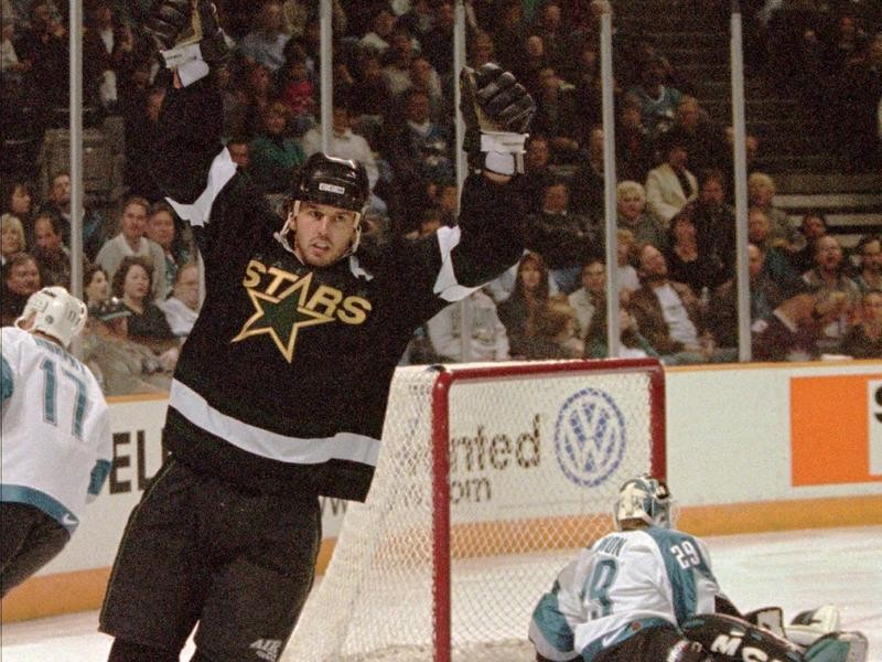 Mike Modano scores for the Dallas Stars