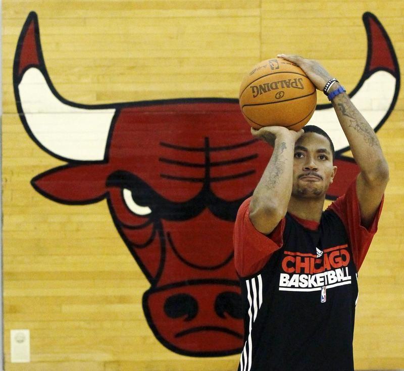 Derrick Rose with Bulls Logo