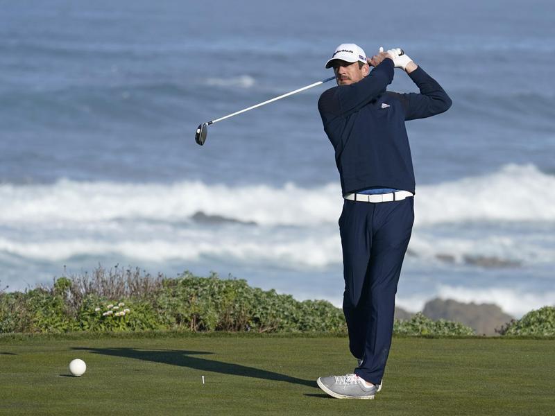 Aaron Rodgers golfing