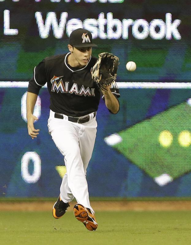 Christian Yelich fields a ball