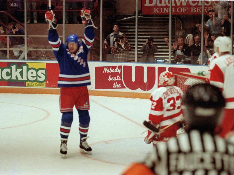 Mark Messier celebrates victory