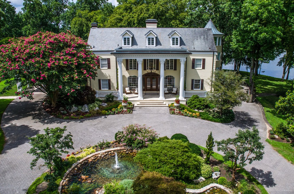 Reba McEntire's old former house