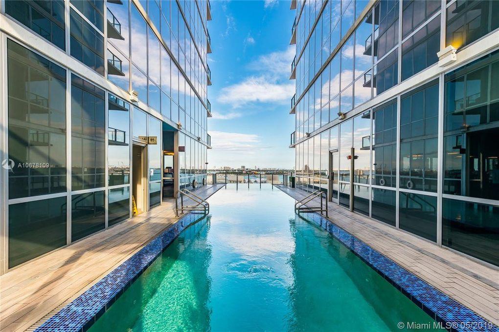 Marquis Miami pool
