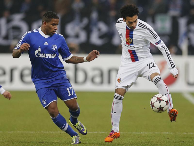 Mohamed Salah controls ball