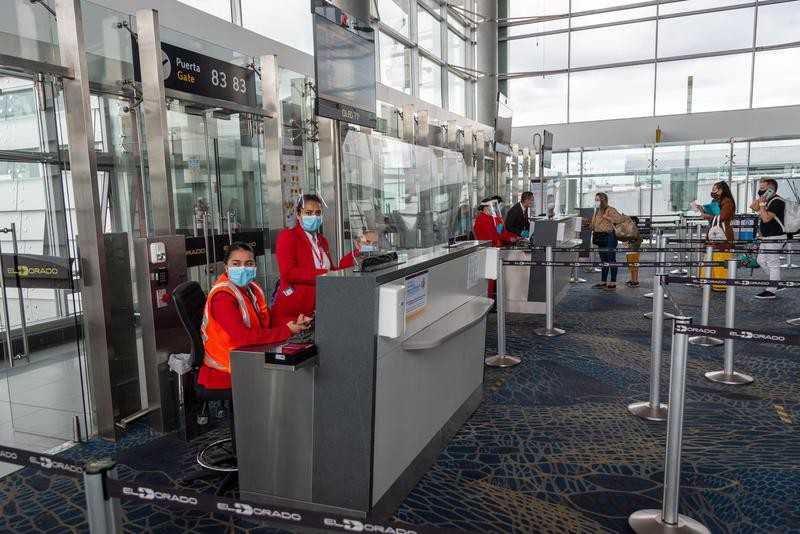 Boarding control at the gate for avianca plane