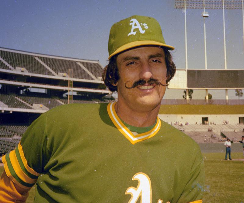 Rollie Fingers poses for photo