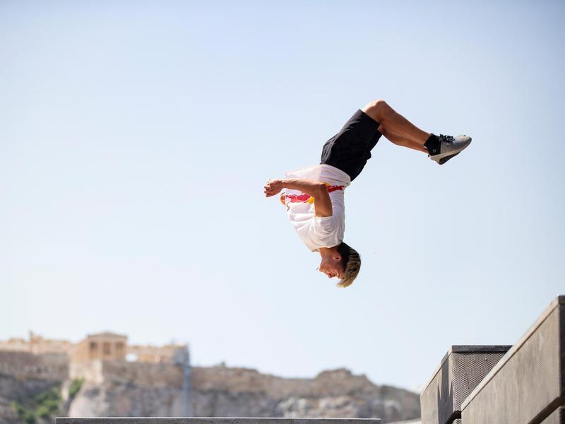 Stefan Dollinger jumps
