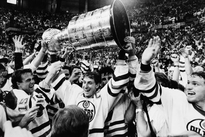 Wayne Gretzky holds the Stanley Cup