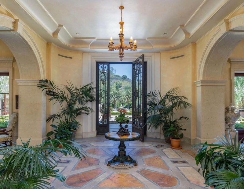 Villa Firenze room to outside