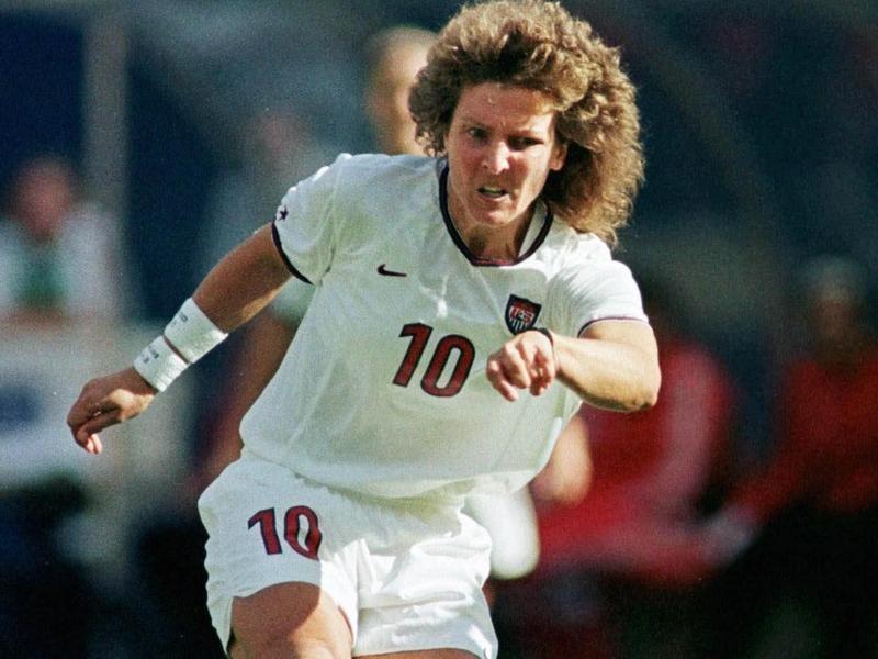 USWNT midfielder Michelle Akers