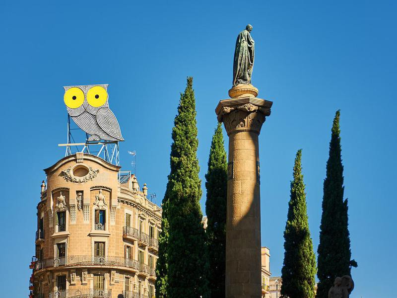 The winking owl sign in Barcelona