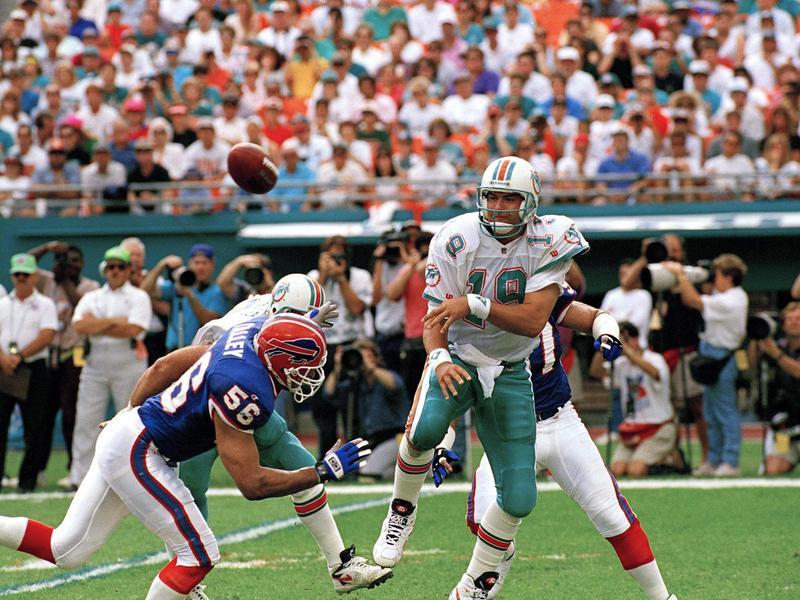 Buffalo Bills linebacker Darryl Talley