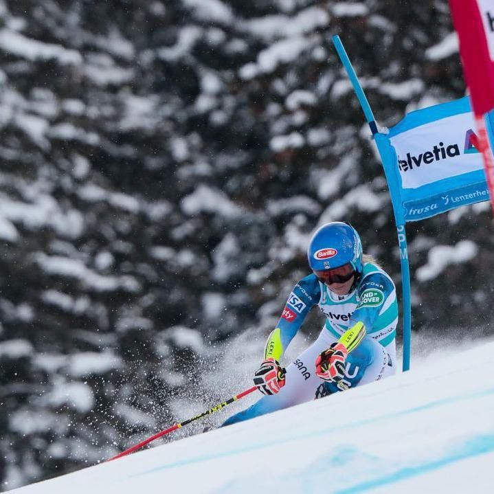 Mikaela Shiffrin skiing