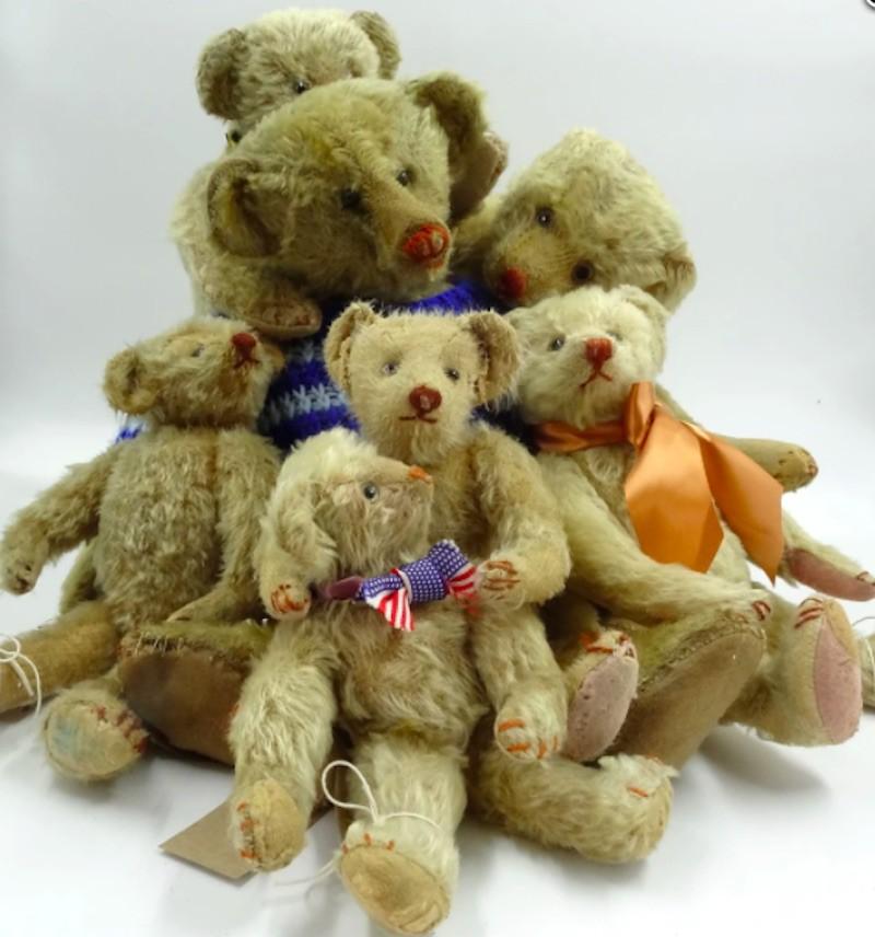 'Titch' Hecla Teddy Bear group
