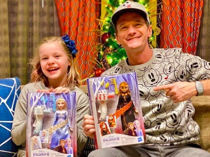 "Neil Patrick Harris holds up ""Frozen"" dolls with daughter"