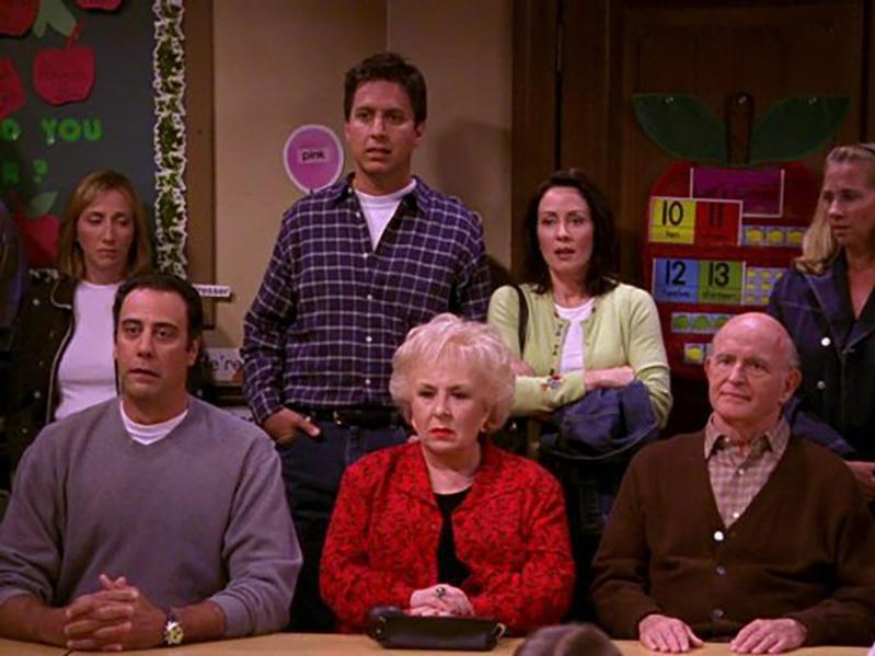 Peter Boyle, Brad Garrett, Patricia Heaton, Doris Roberts, Ray Romano, and Anna Romano in Everybody Loves Raymond (1996)