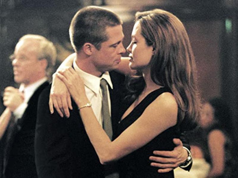 Brad Pitt & Angelina Jolie in Mr. & Mrs. Smith