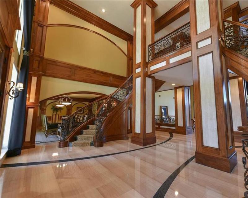 Shaq's entryway