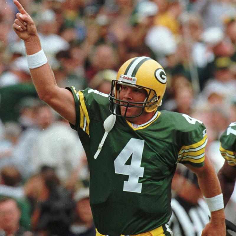Green Bay Packers quarterback Brett Favre reacts