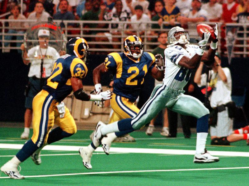 Michael Irvin reaches for pass