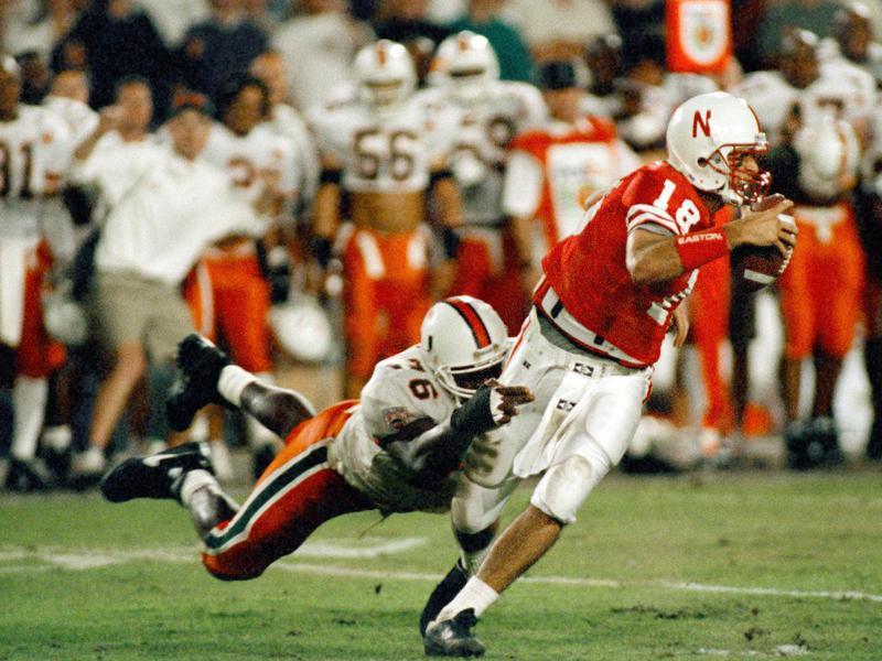 Warren Sapp hangs onto  the quarterback Brook Berringer