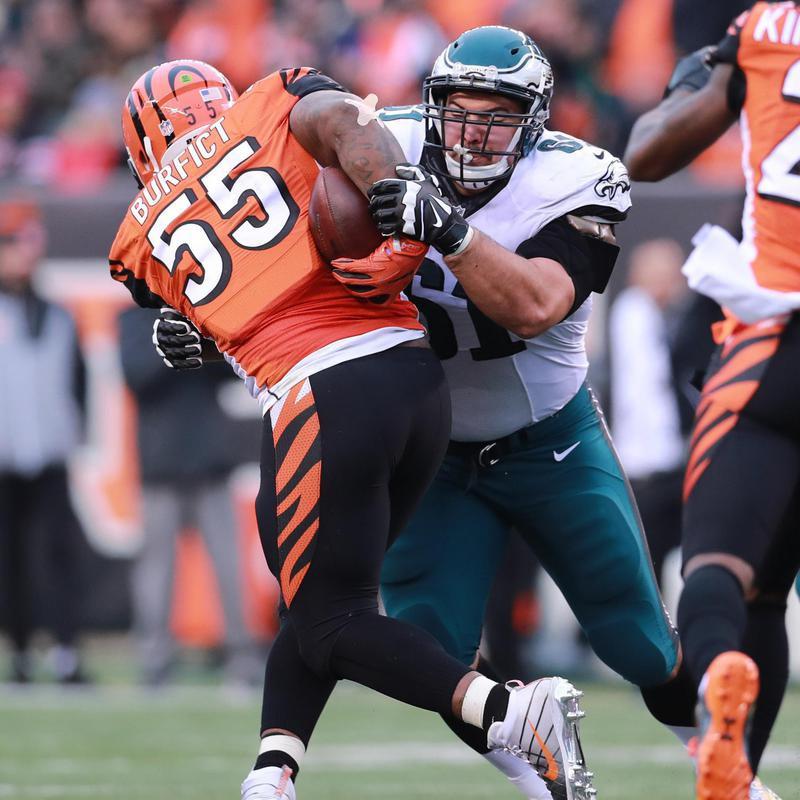 Stefen Wisniewski tackles Cincinnati Bengals linebacker Vontaze Burfict