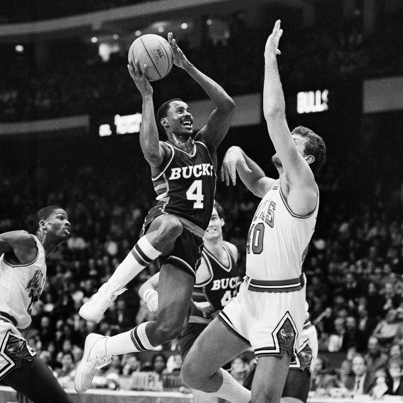 Sidney Moncrief goes up for shot