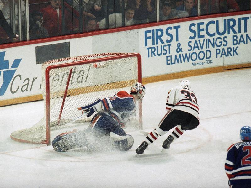 Chicago Blackhawks' Dirk Graham skates pasts Edmonton Oiler's goalie Bill Ranford