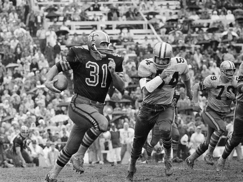 New Orleans Saints back Jim Taylor picked up first down