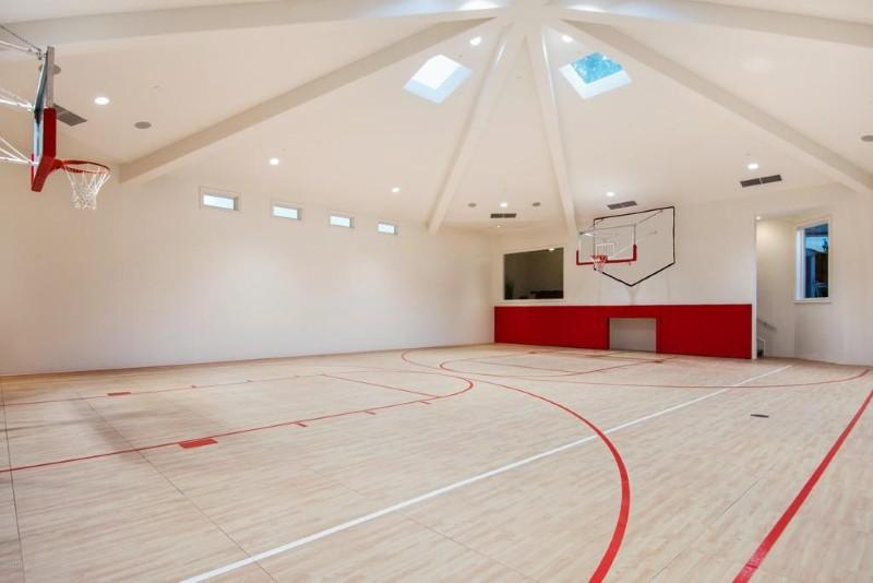 Anthony Davis' basketball court