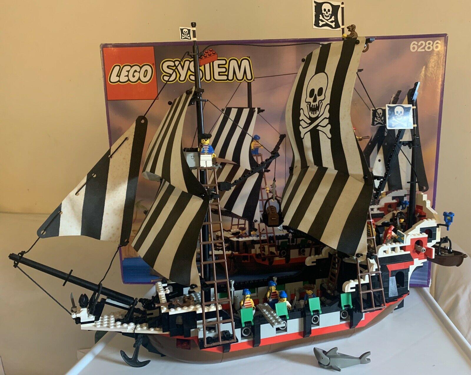 Lego Skull's Eye Schooner pirate ship