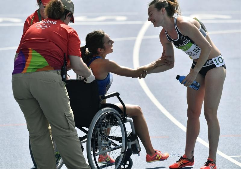 Nikki Hamblin greets Abby D'Agostino of the US after helped in women's 5000- meter heat at Rio Olympics
