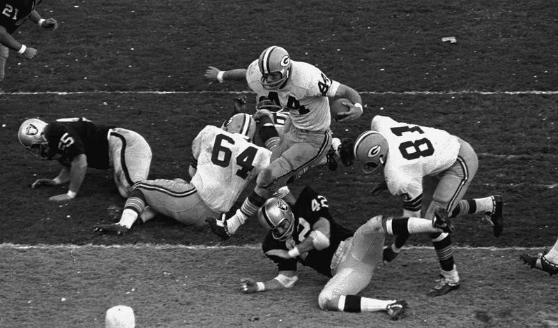 Donny Anderson scores touchdown in Super Bowl II