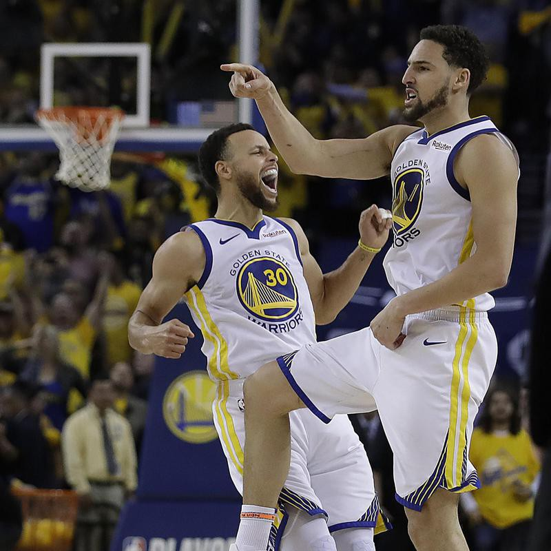 Stephen Curry and Klay Thompson reacts