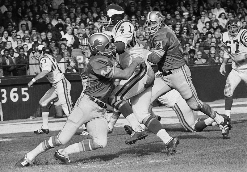 Dick LeBeau tackles Minnesota Viking Dave Osborn