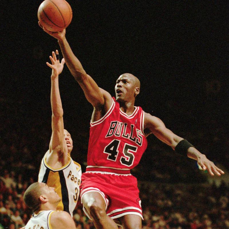 Michael Jordan drives to basket