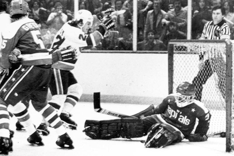 Buffalo Sabres goalie Don Edwards