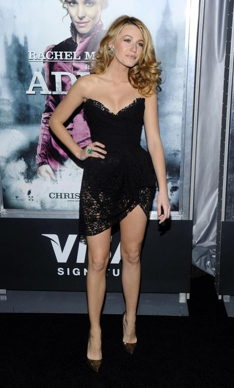 """Blake Lively style at the premiere of """"Sherlock Holmes"""""""