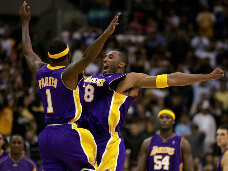 Kobe Bryant celebrates with Smush Parker